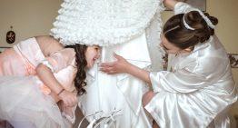 L'emozione della sposa e delle sue damigelle